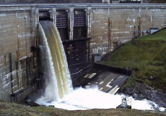 Crue janvier 2012 barrage de Viam auteur go